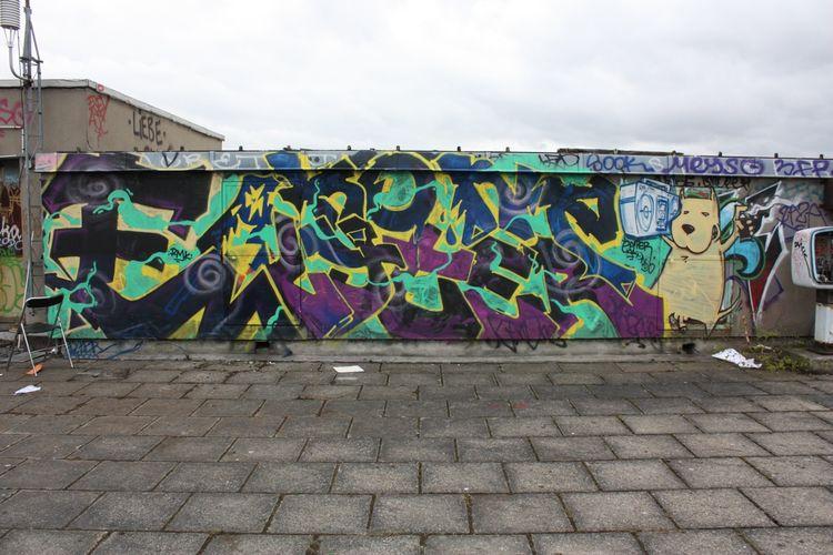 Akon Graffiti